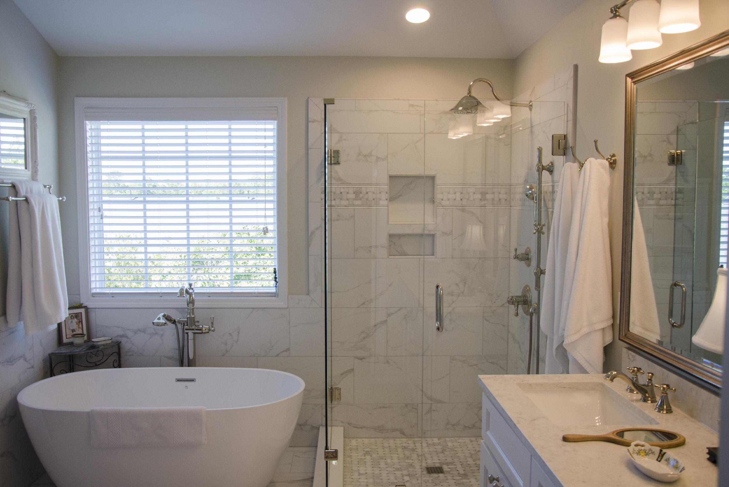 Tub & Shower.jpg