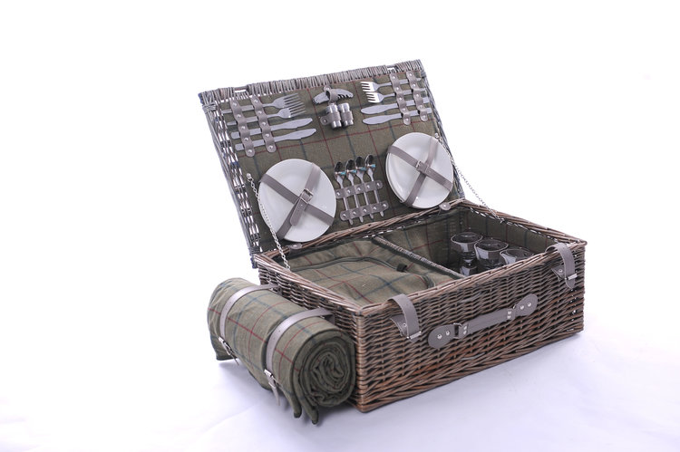 Large Hamper With Tweed Rug For 4 persons.jpg
