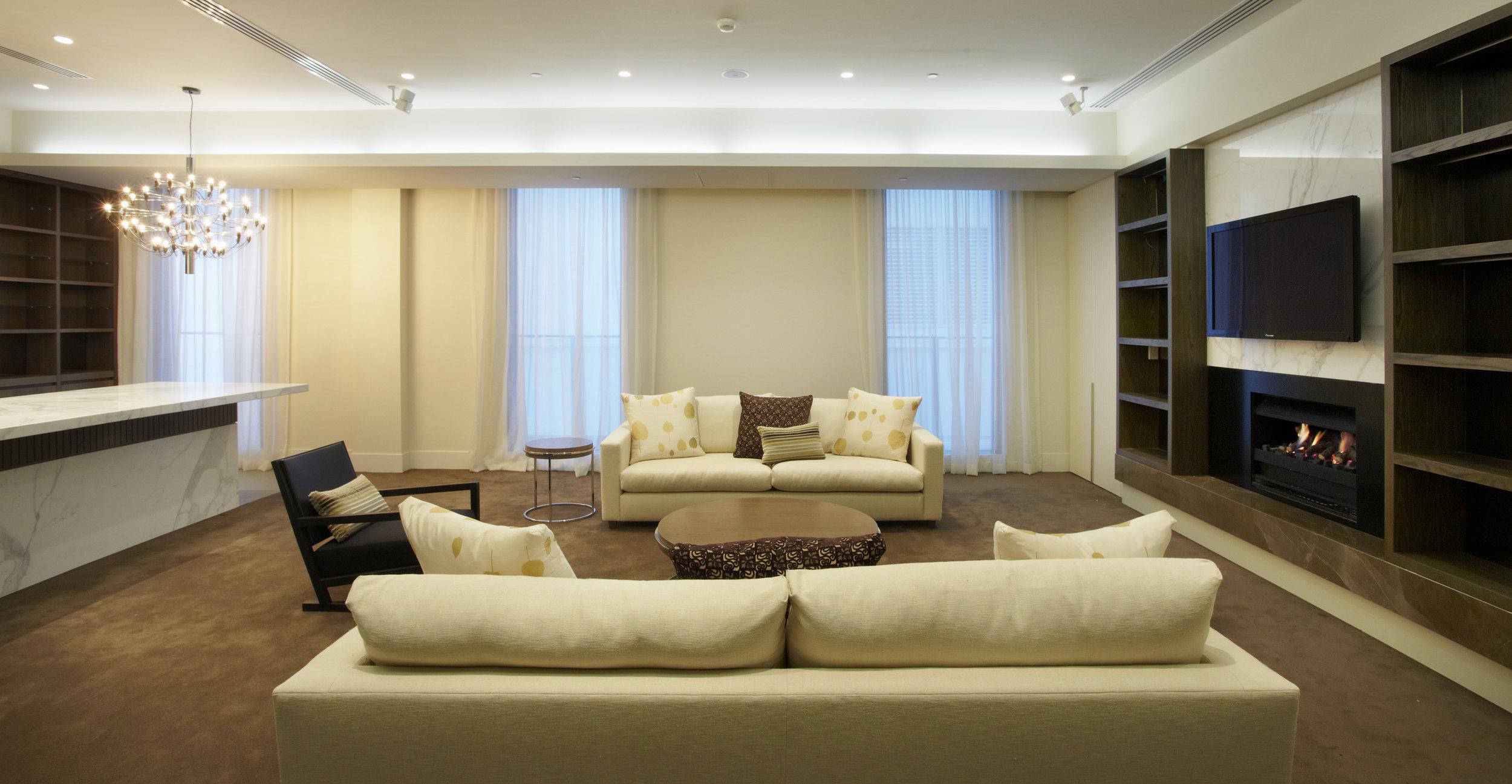 150 ClarendonSt_L1 Lounge.jpg
