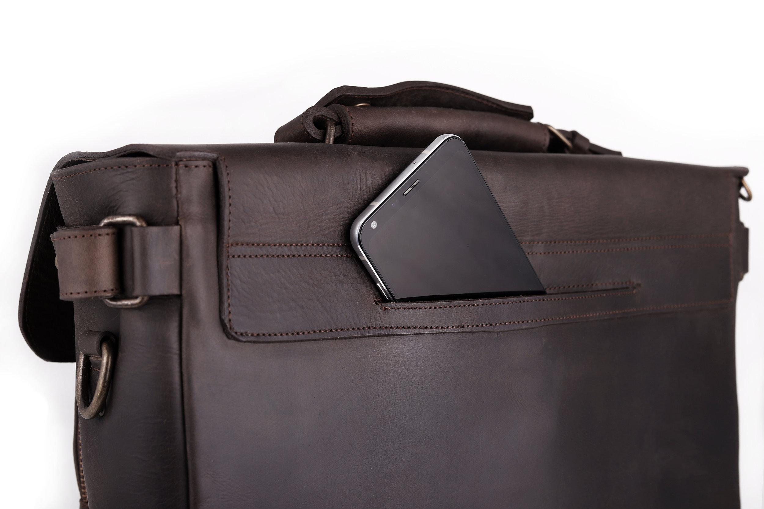 bolsa oculta trasera  acceso FáCIL Y PRáCTICO que te permitirá confiarle tu celular, llaves, e inclusive tu cartera.