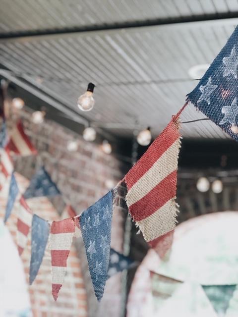 3easywaystoaddpatrioticdecortoyouroutdoorspace.JPG