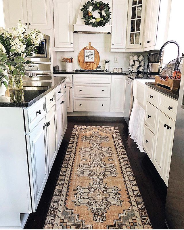 Happy Monday, friends😆! As you all know, I shared how us bloggers and collaborators decorate earlier than normal haha🤣, and hope that you will be able to gather some ideas so when you begin to decorate your home for fall, you'll know what you want to do🧡! This is my kitchen last fall.  I've been trying to figure out how I want to decorate it for this fall🍁🍁; the one definite is that I'll be bringing that runner back.  It's got great fall colors and warmth.  Overall, though, for any fall kitchen I love to think in terms of having pieces such as: a wreath above the stove, fall scented candles, fall florals (in large glass vessels or as garland) and several of the same fruit in a large bowl (i.e., dark red apples). What would you add to this fall kitchen must haves list? I'd love for you to share in the comments below👏🏻👏🏻! Also, go check out my stories to see what calendar is helping me get organized this quarter🙌🏻😍. And, if you're not signed up for my weekly newsletter, tap link in profile to sign up! It's packed with all things faith, family, and farmhouse decor. Tomorrow has lots of fun things lined up!! I'd love to connect with you all in this way🧡🧡. Have a wonderful night friends!! #vintagerug #turkishrug #smallshop #kitchen #kitchendesign #kitchendecor #kitchensofinstagram #farmhouse #farmhousestyle #farmhousedecor #farmhousekitchen #bhghome #countrylivingmag #southernliving #flowers #cottage #cottagestyle #homedecor #shabbychic #instahome #homesweethome #fixerupper #paintedcabinets #diy #rusticdecor #rustic #americanfarmhousestyle #cottagesandbungalows #kitchens