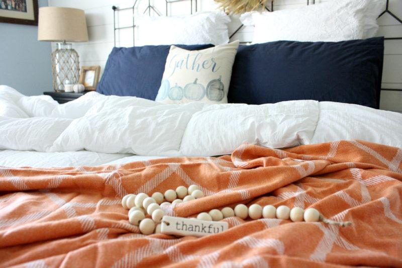 Fall-Inspiration-bedroom-thankful-800x533.jpg
