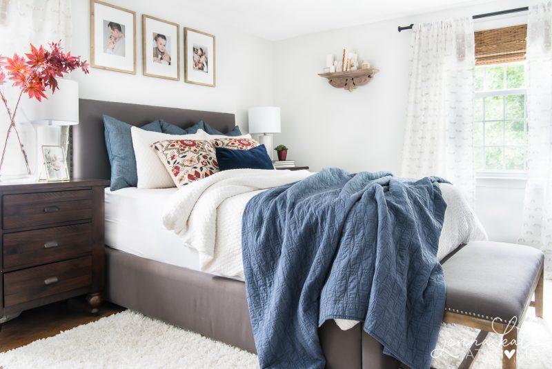 easy-cozy-fall-bedroom-decor-1-800x535.jpg