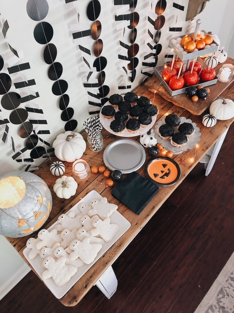 halloweenparty food tableJPG