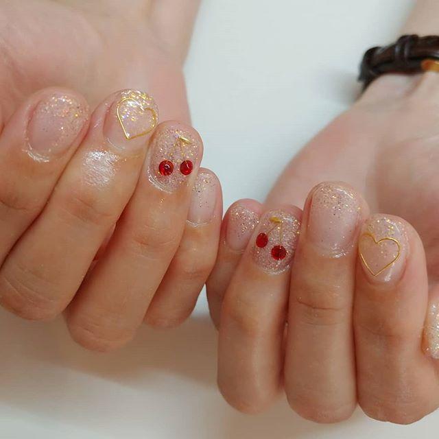 さくらんぼネイルは子供にも大人気💕#ママネイル kids also love this #cherry nails 🍒🍒#summer