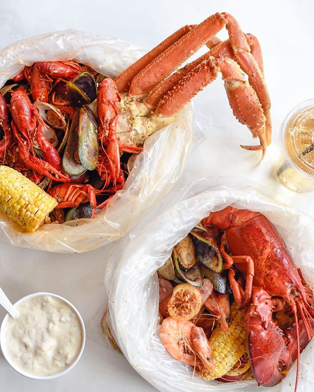 Perfect meal for the perfect weekend. #happylongweekend 😎 - - - #cajunfood #southernflavor #seafoodlovers #rawbar #foodporn #seafoodalltheway #seafoodboil #thefryer #bostonfoodie #igersboston #foodstagram #louilouiofficial #creole #eattss #yelpeatsbos #igersfood #eattingfortheinsta #617 #myfab5 #foodstagram #forkyeah #feedme #dailyfoodfeed #instayum #igfood #njeats #eeeeets #louisianastyle #lobster #snowcrab