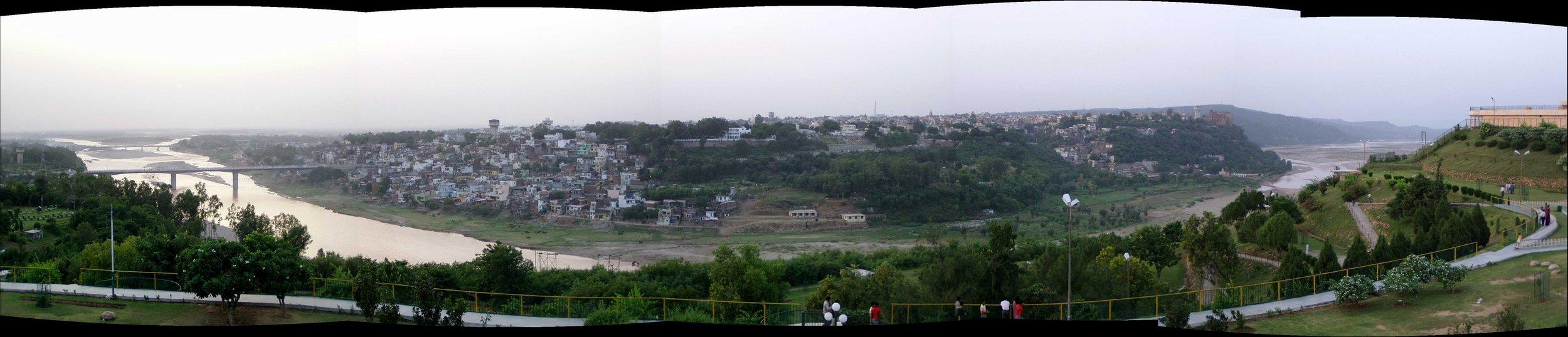 Panoramic view of Jammu and towards the Pakistan border (2004)