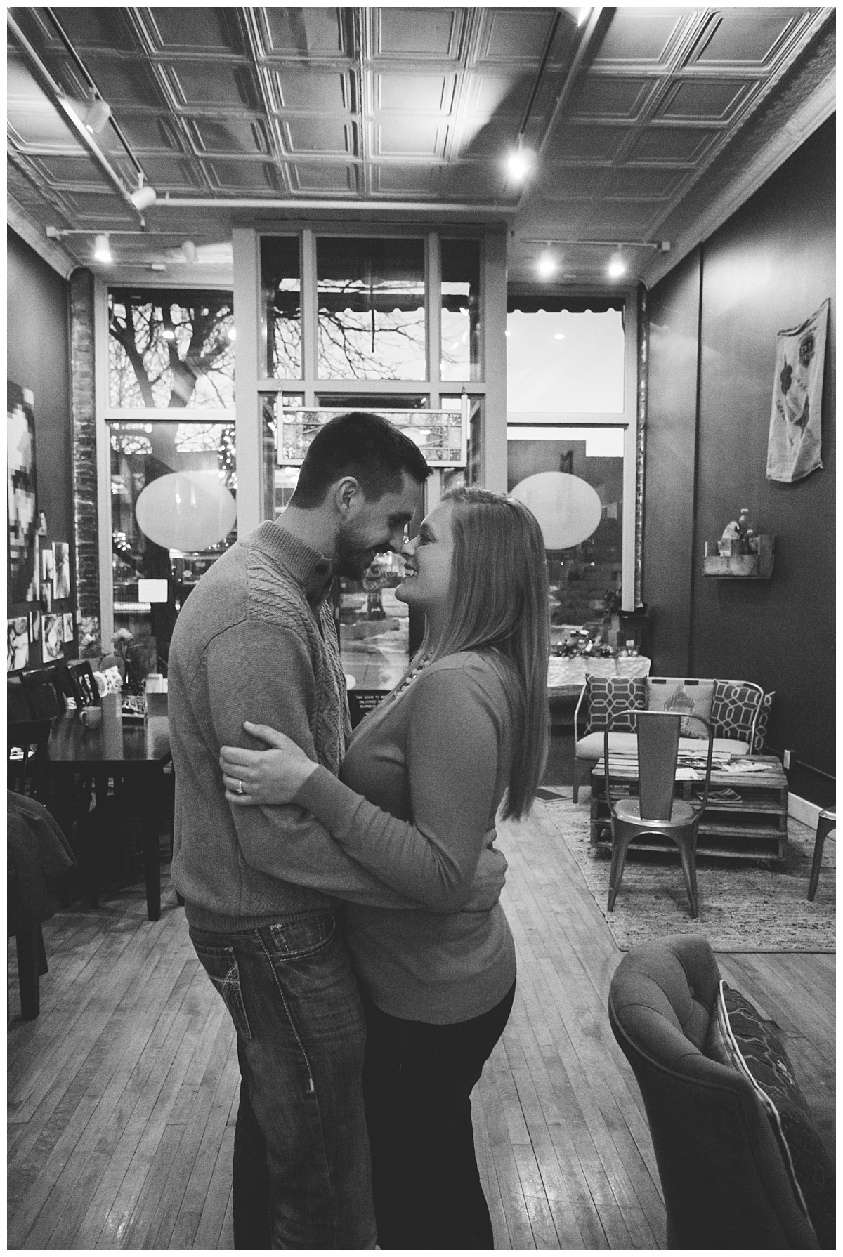 bphotography_winter_siouxfallsweddingphotographer_halfbakedengagementsession_0031.jpg
