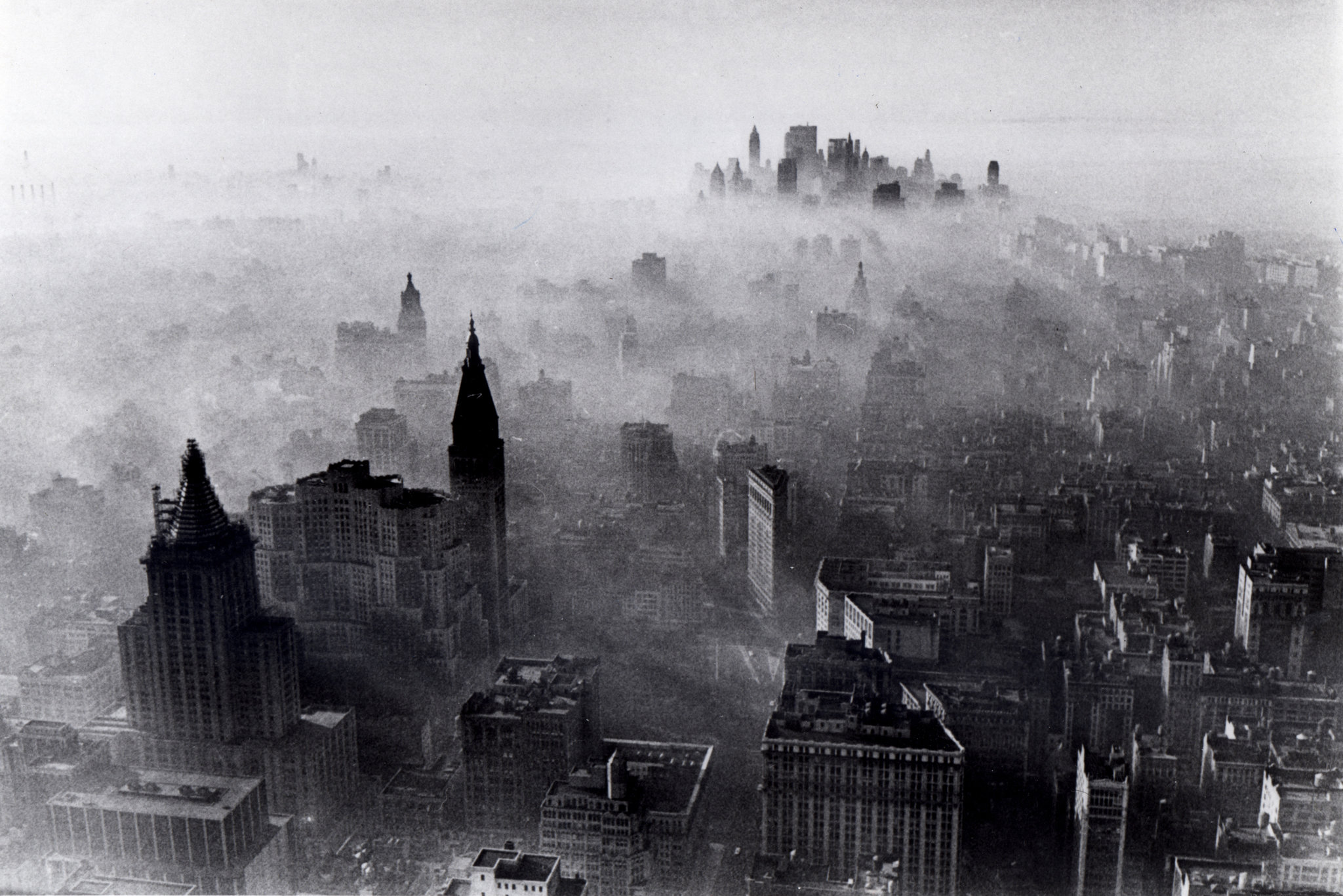 Empire State Building on Nov. 24, 1966, one of New York's worst smog days. Neal Boenzi. Fair Use.