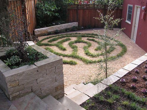 1fcf66b534a7583f34baec537e04107a--labyrinth-garden-backyard-retreat.jpg