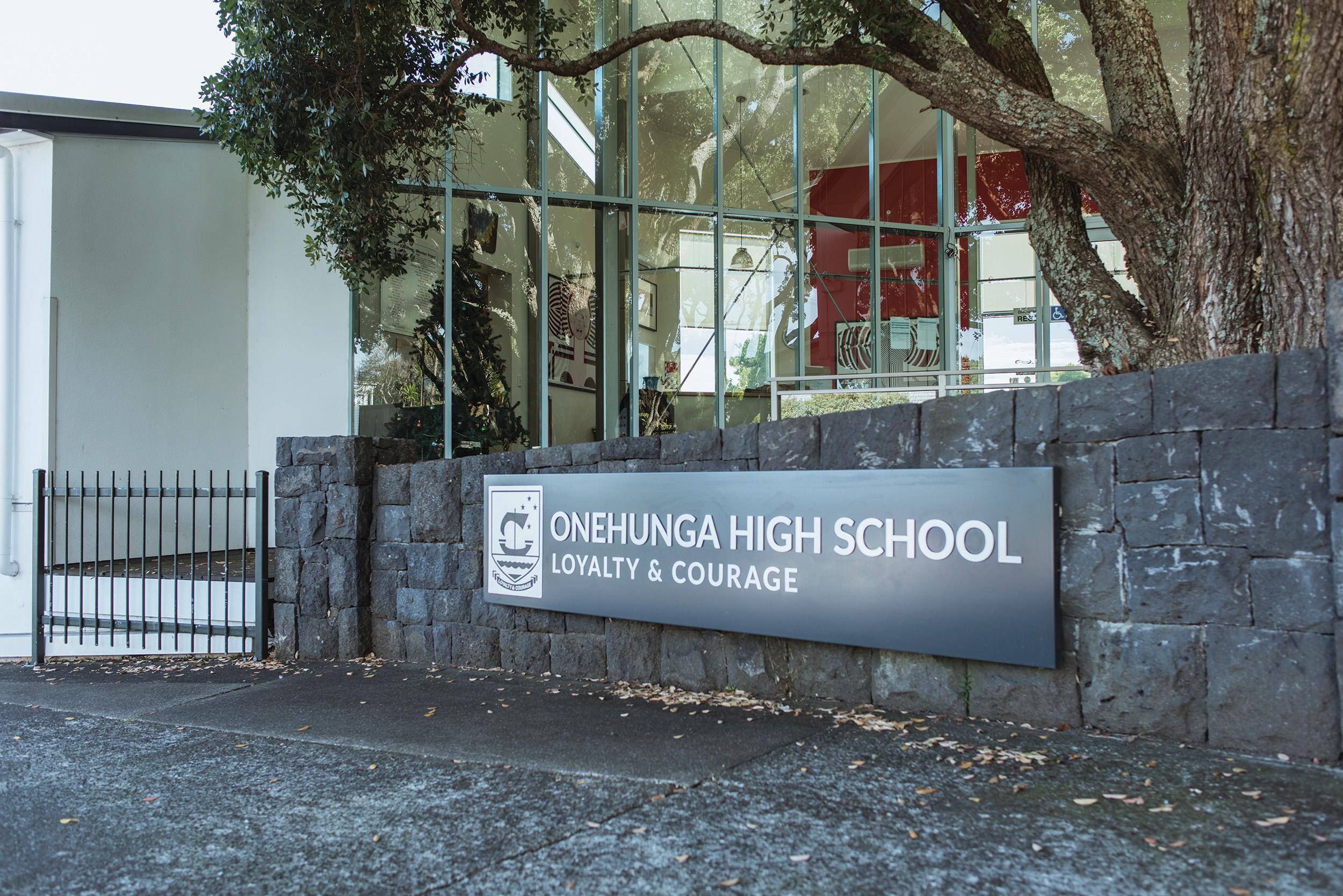 ONEHUNGA HIGH SCHOOL  - LOYALTY & COURAGE