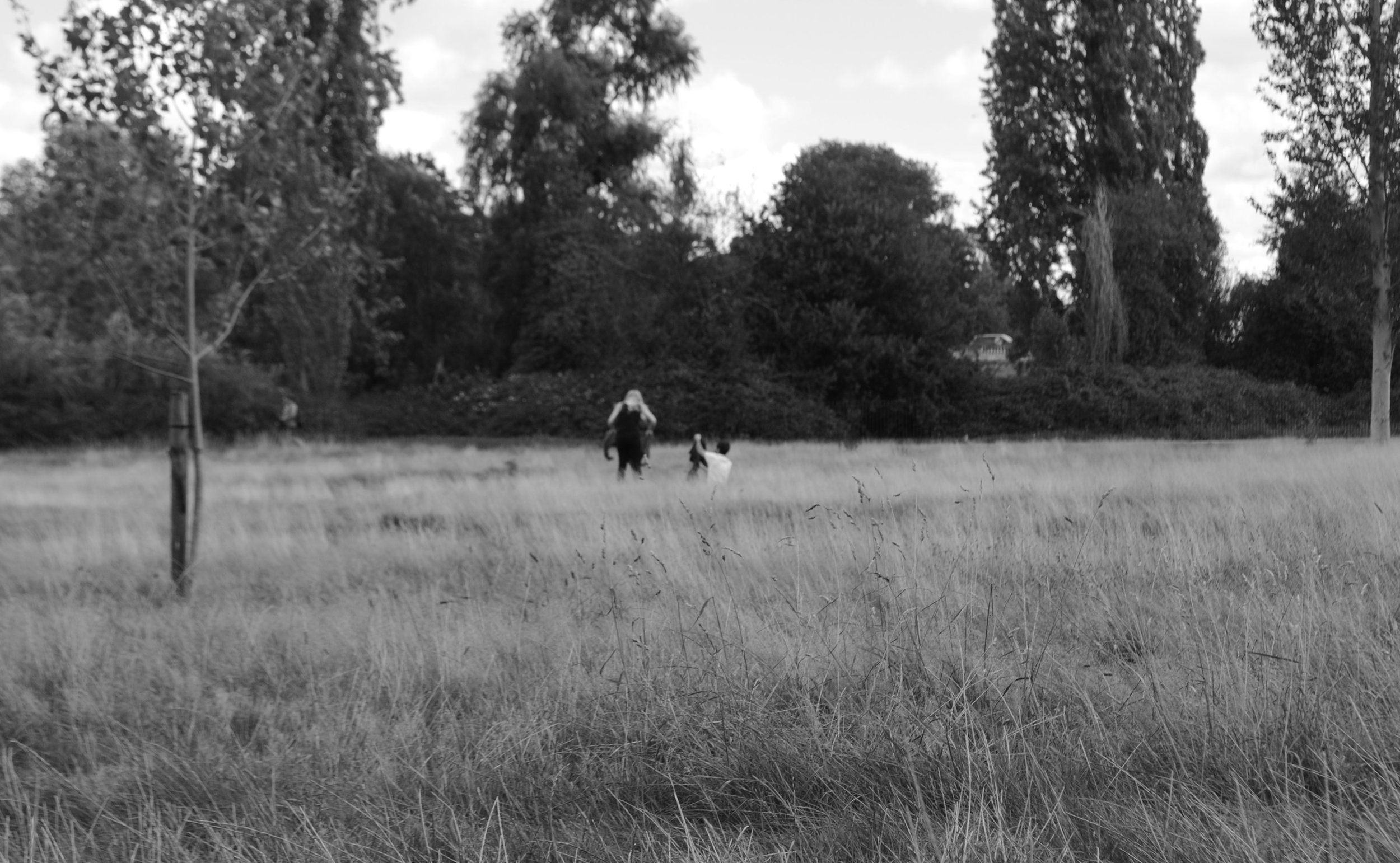a-couple-in-kensington-park-london.jpg