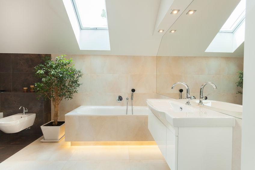 Installer une cabine de douche, une baignoire, un lavabo... -