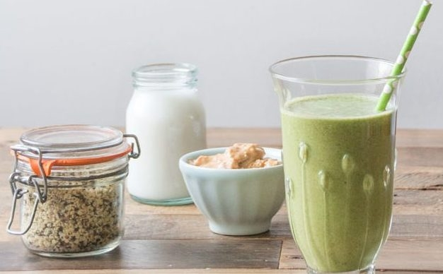 A green smoothie that tastes amazing! Frozen Banana Peanut Butter Smoothie -  deliciouslyella.com