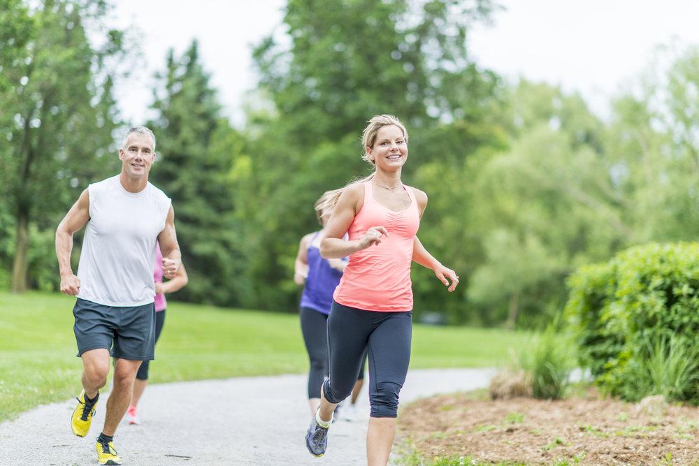 Man och kvinna springer.jpeg