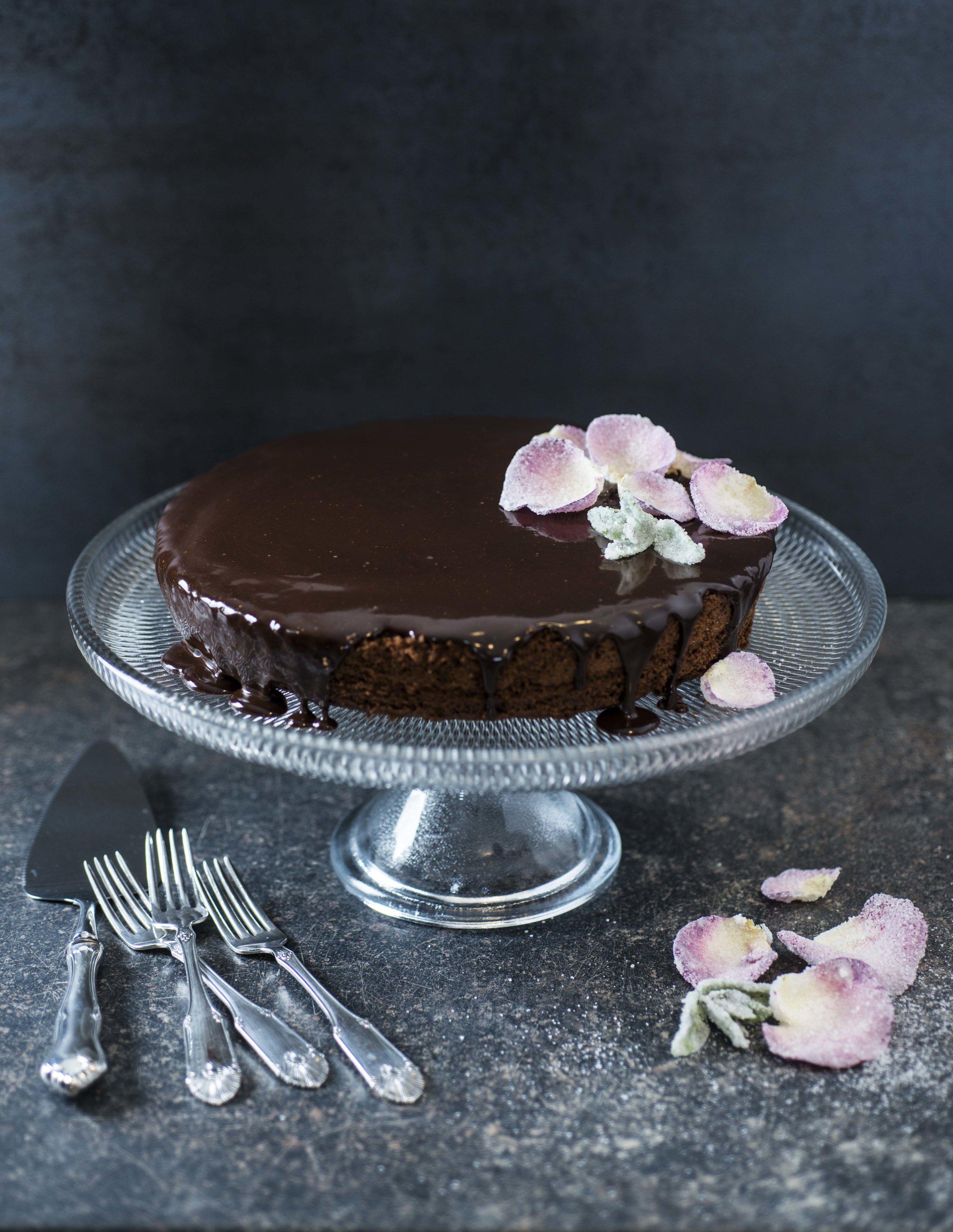 TIPS: Kaken kan godt lages dagen i forveien, og den egner seg godt til å fryses ned.