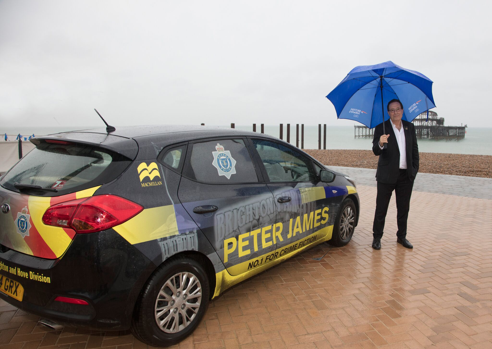 Peter James mener at den beste måten å observere verden på er gjennom en politimanns øyne