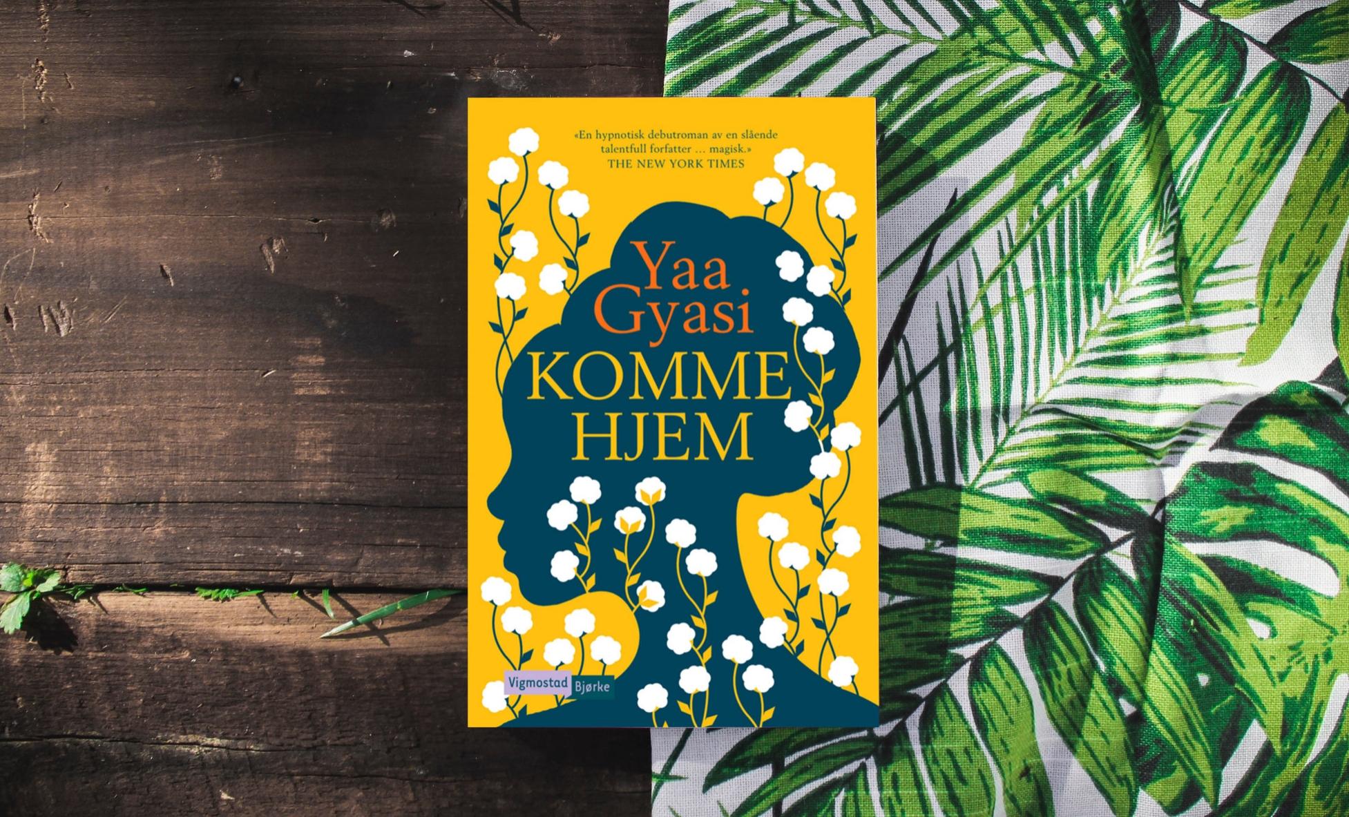 «En mektig mosaikk.»[Terningkast 5]. Maria Årolilja Rø, Adresseavisen  Kjøp en av årets sterkeste leseopplevelser,  Komme hjem ,med rabatt her.