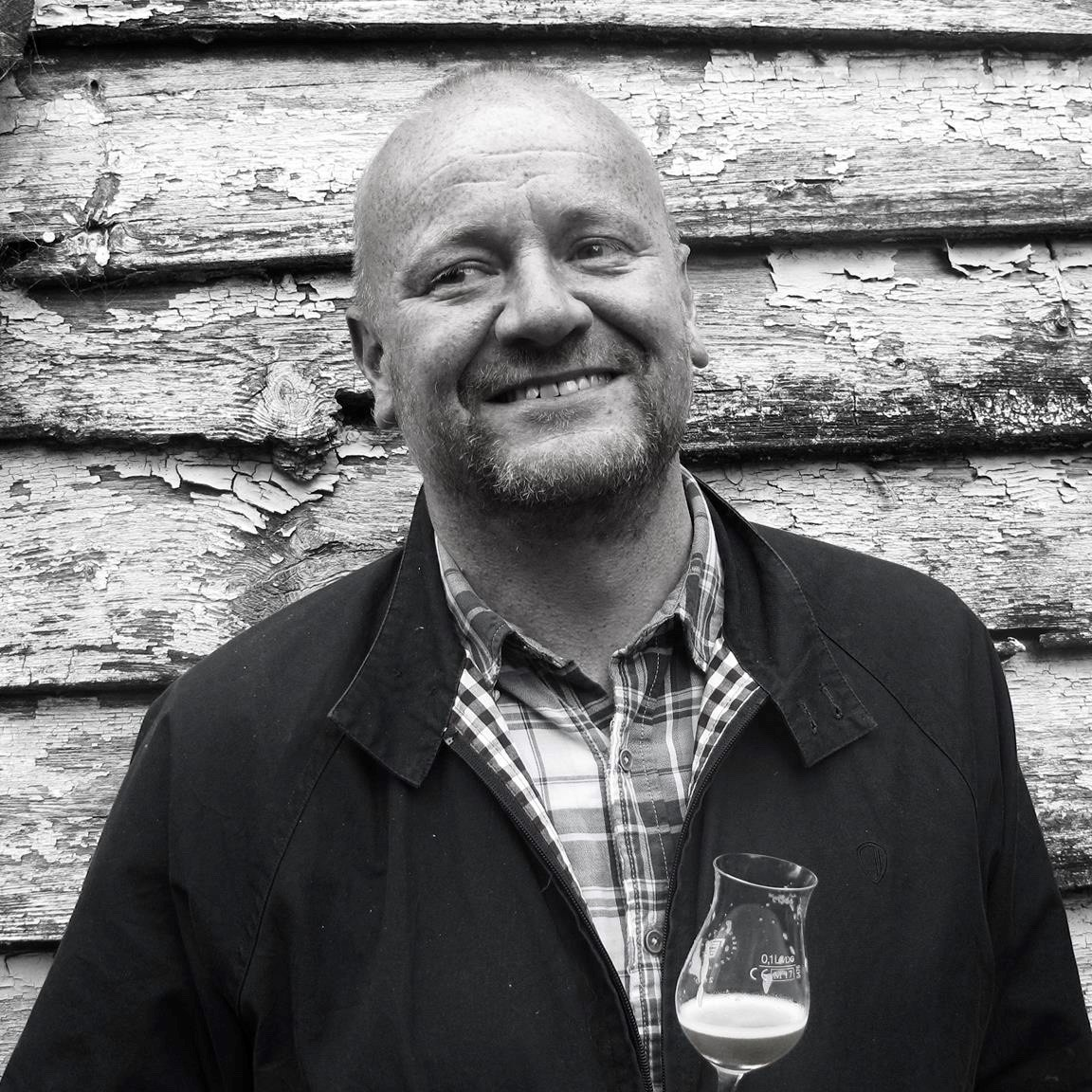 Hugo Ivan Hatland er journalist, foredragsholder, blogger og forfatter. Han har tidligere skrevet boken  Den norske ølrevolusjonen  og står bak nettstedet godtiglasset.com. Nå er han aktuell med   Bergenskokeboken  .