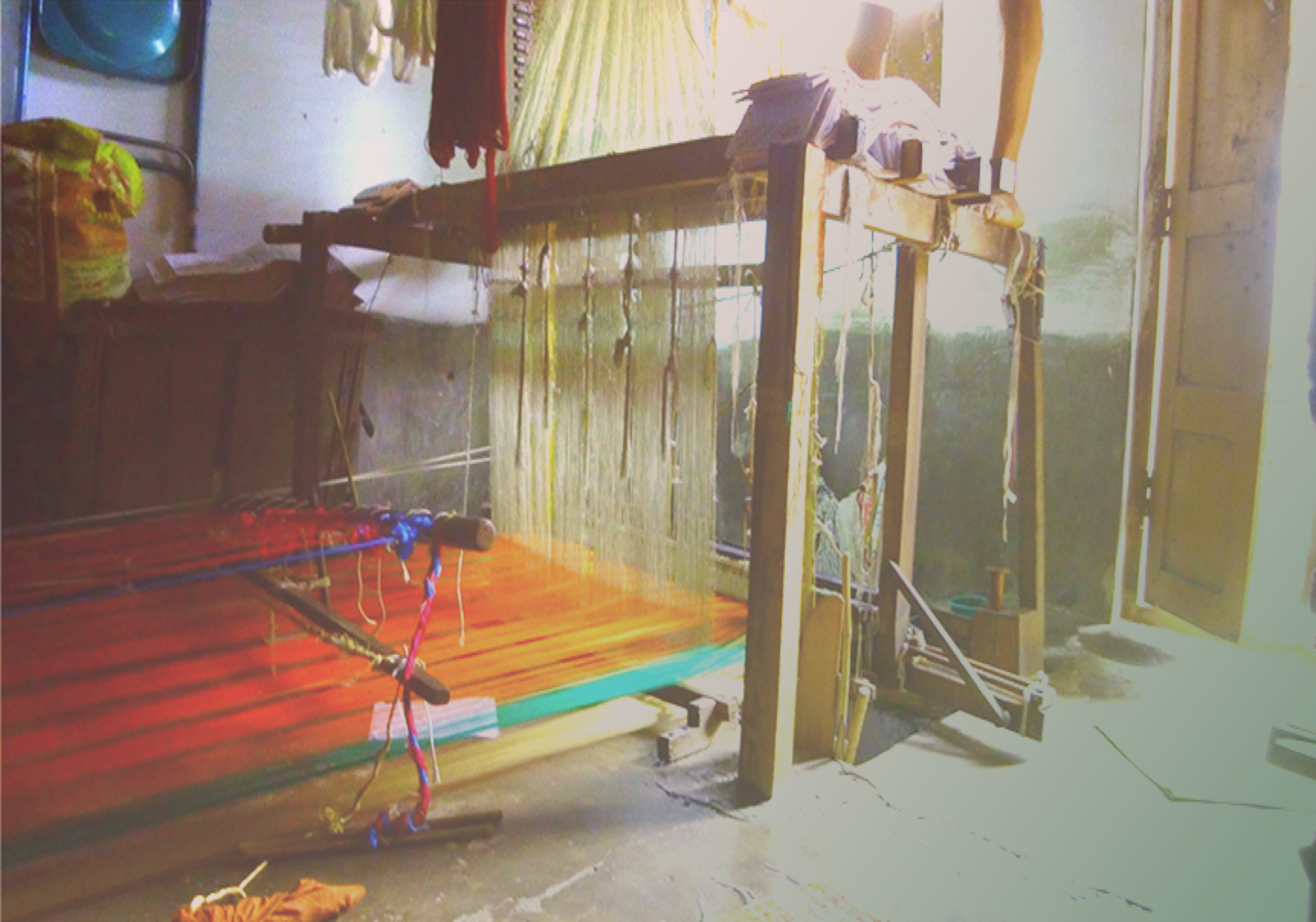 Image above : an orange hand-loom saree with green border in progress.