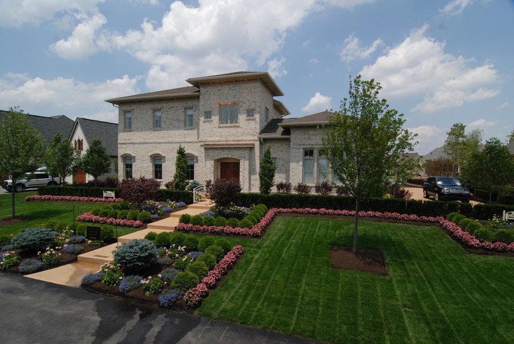award-winning-cincinnati-landscaping-pros-long-cove-homearama Ideas For Cincinnati Gardening @house2homegoods.net