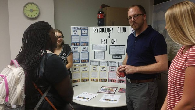 Micah Faidley, President of Psi Chi, presents to other undergraduates about the honor society.