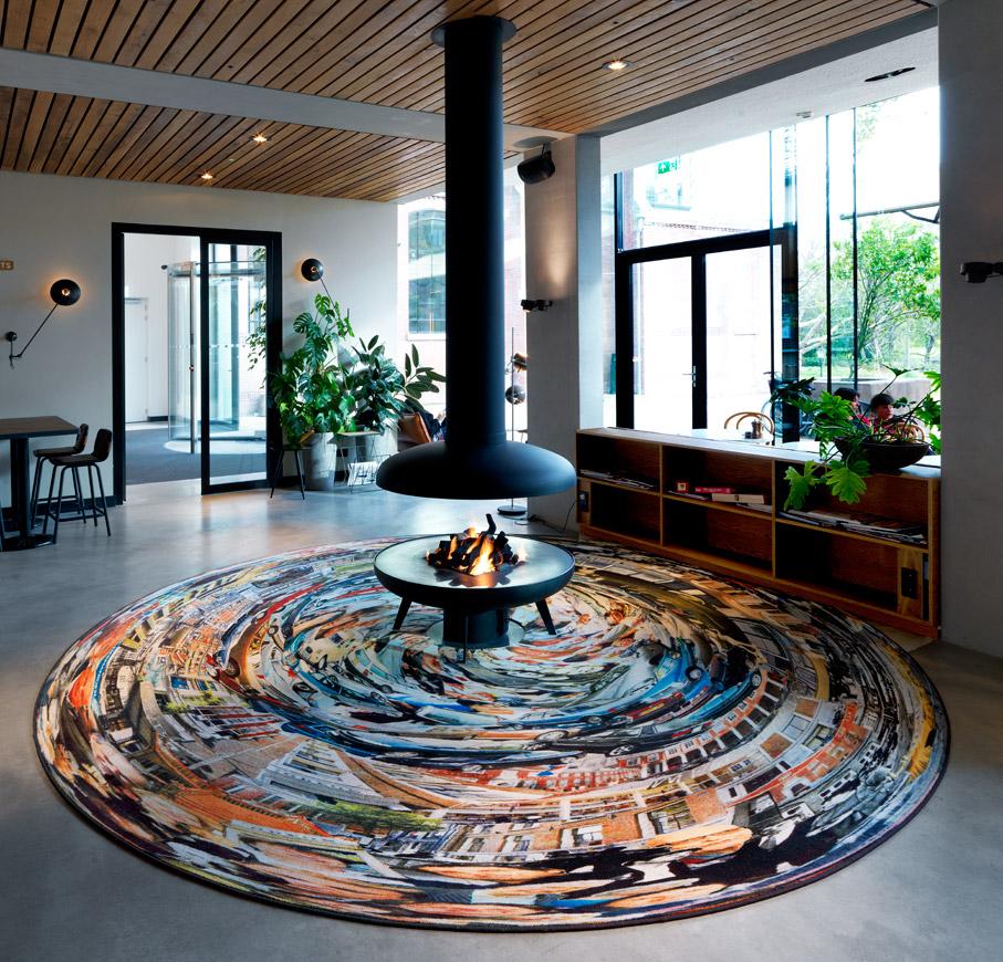 Anamorphosis Paul, printed carpet, diameter: 4 m