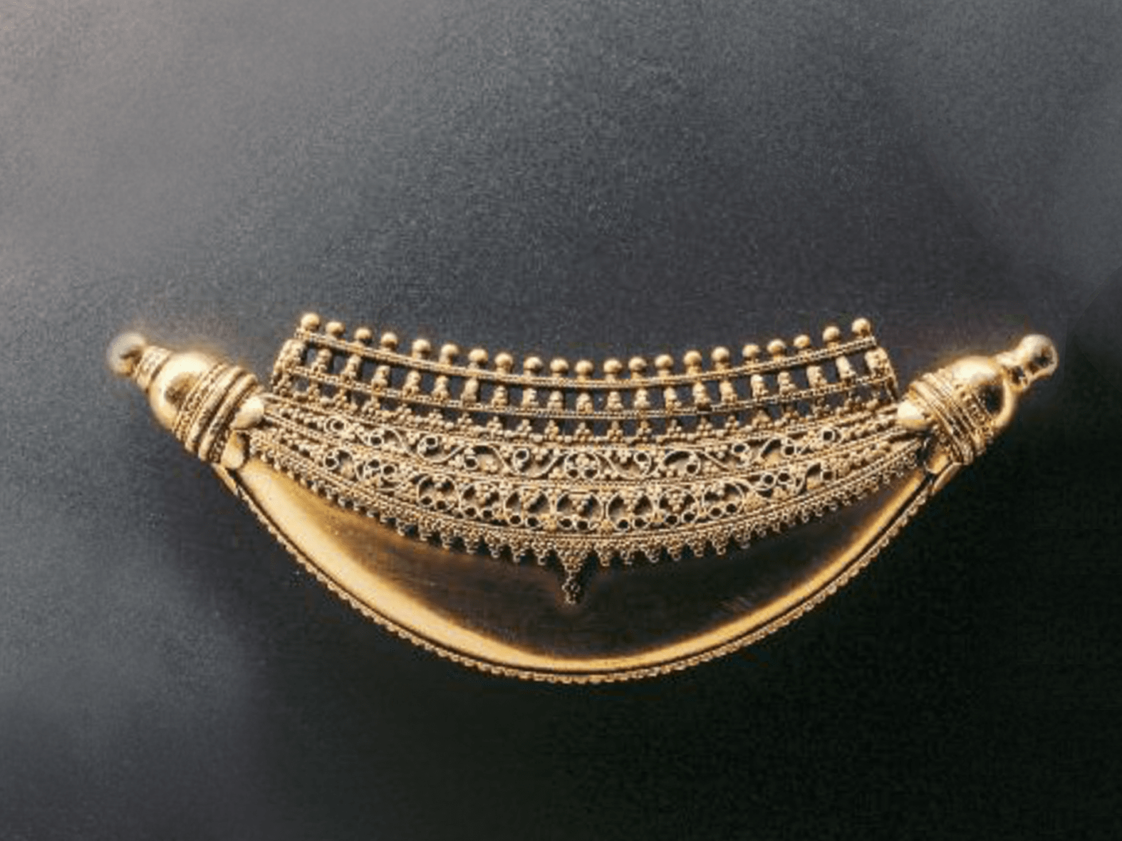.... Kokke thathi pendant, Karnataka, 20th century ..Pendentif kokke thathi, Karnataka, XXe siècle ....