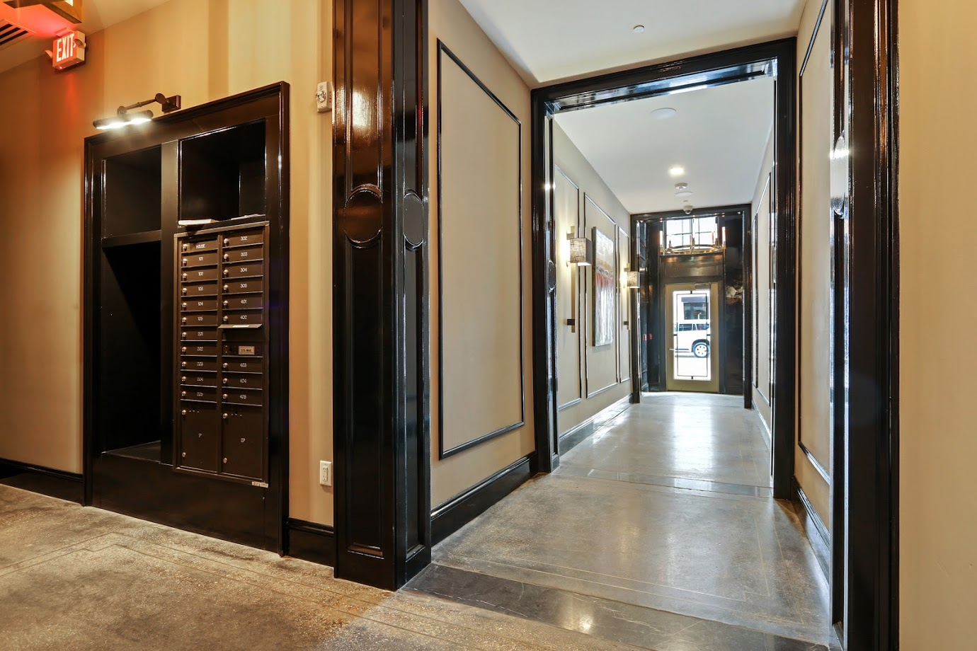 Foyer Hall and Maillbox.jpg