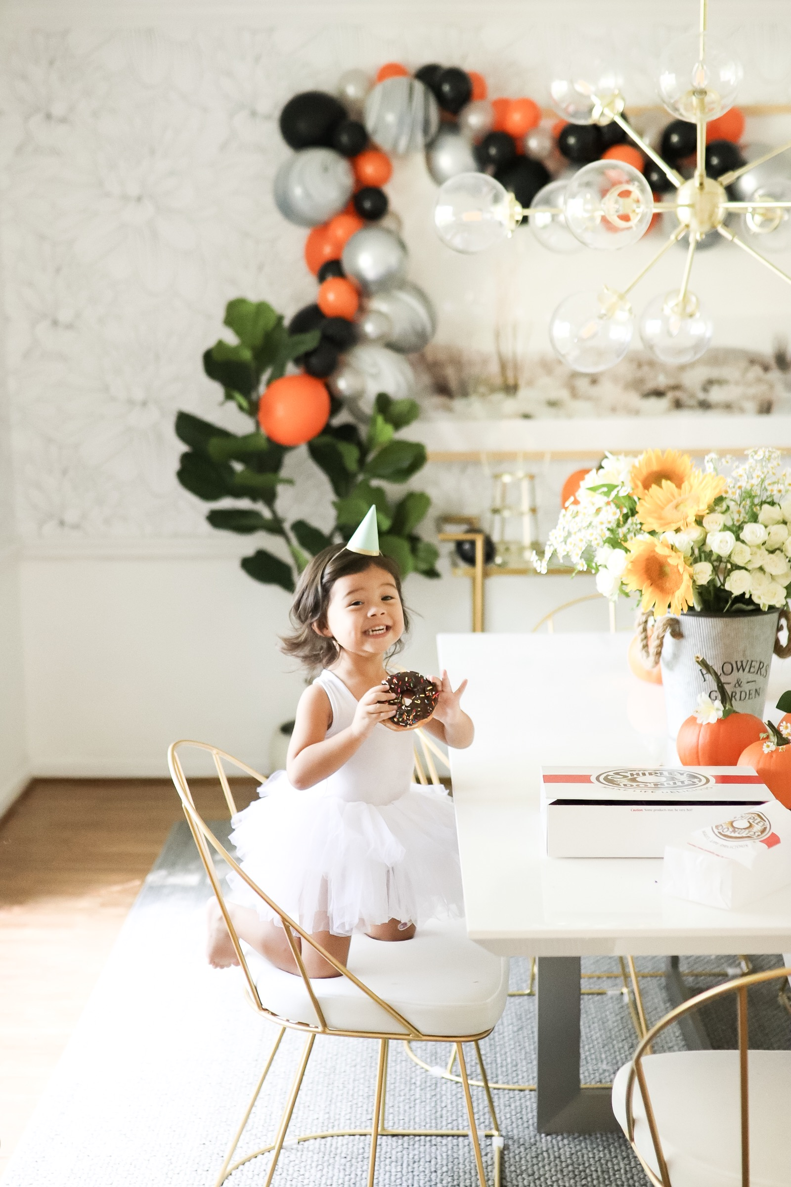 Fall Harvest Party Décor Dining Room Set Up in 30 Minutes Ballon Garland Halloween