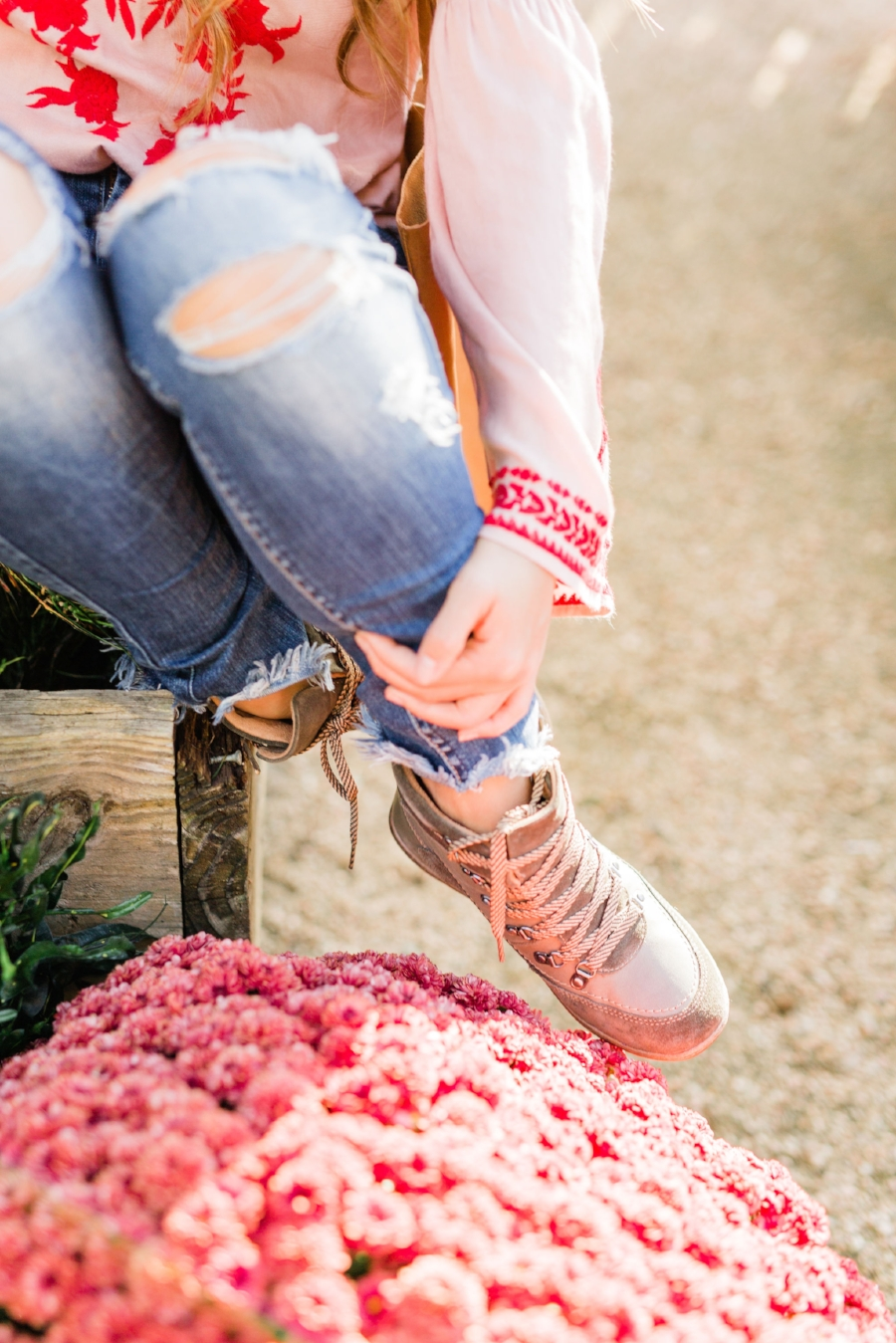20 new ideas on how to style your favorite pair of hiking boots in spring summer fall or winter for women