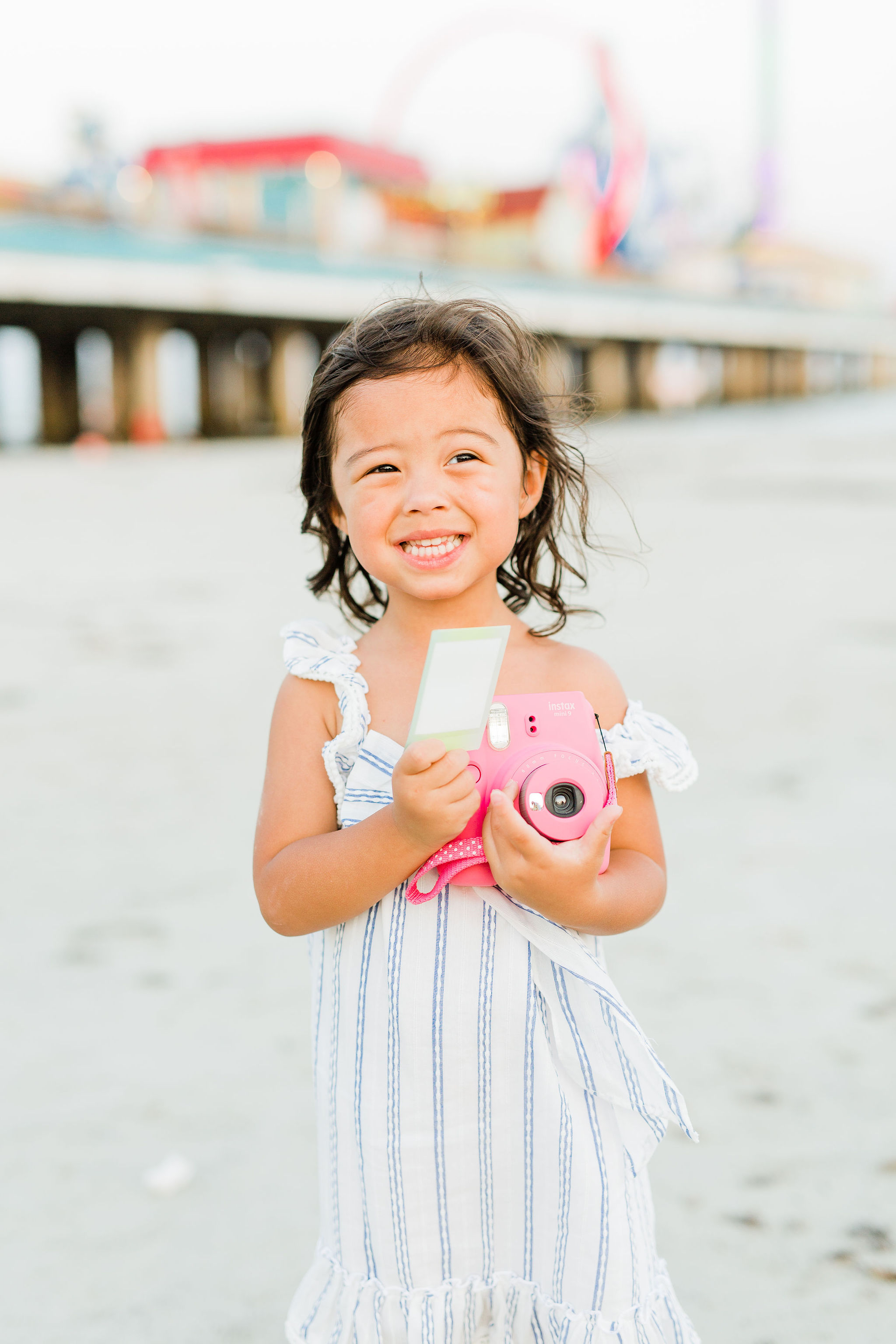 June 29th is National Camera Day and I want to help you capture all those priceless summer moments stress free! Whether you are on vacation with the family or enjoying an afternoon at the pool, there will certainly be gramable moments you want to capture with your family! But if you have ever tried to take a photo of a wild 3 year old, you know it's not a simple feat! I'm sharing my 3 stress free photo tips with kiddos to capture your authentic summer!