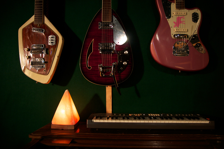 guitars-pyramid-web.jpg