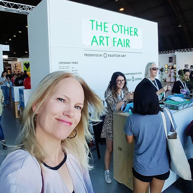 Arriving to ocean breezes, I was also blown away by this weekend's #theotherartfair at the Barker Hangar at Santa Monica Airport put on by #saatchiart. So many women artists! ❤🖼❤👍 - - - #art #artfair #laart #me