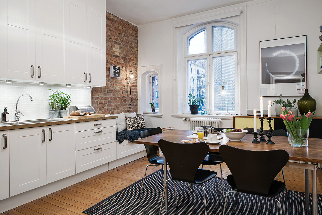 Small Swedish apartment with pizzazz