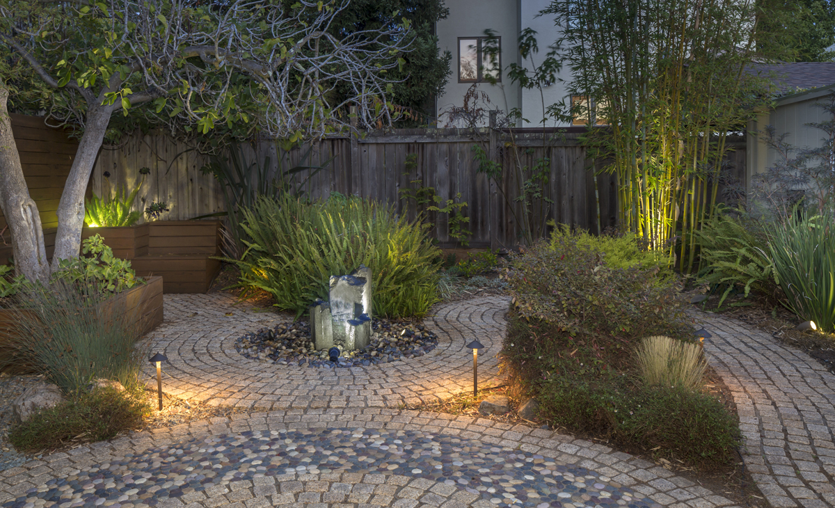 Outdoor lights visually expand the living space at night