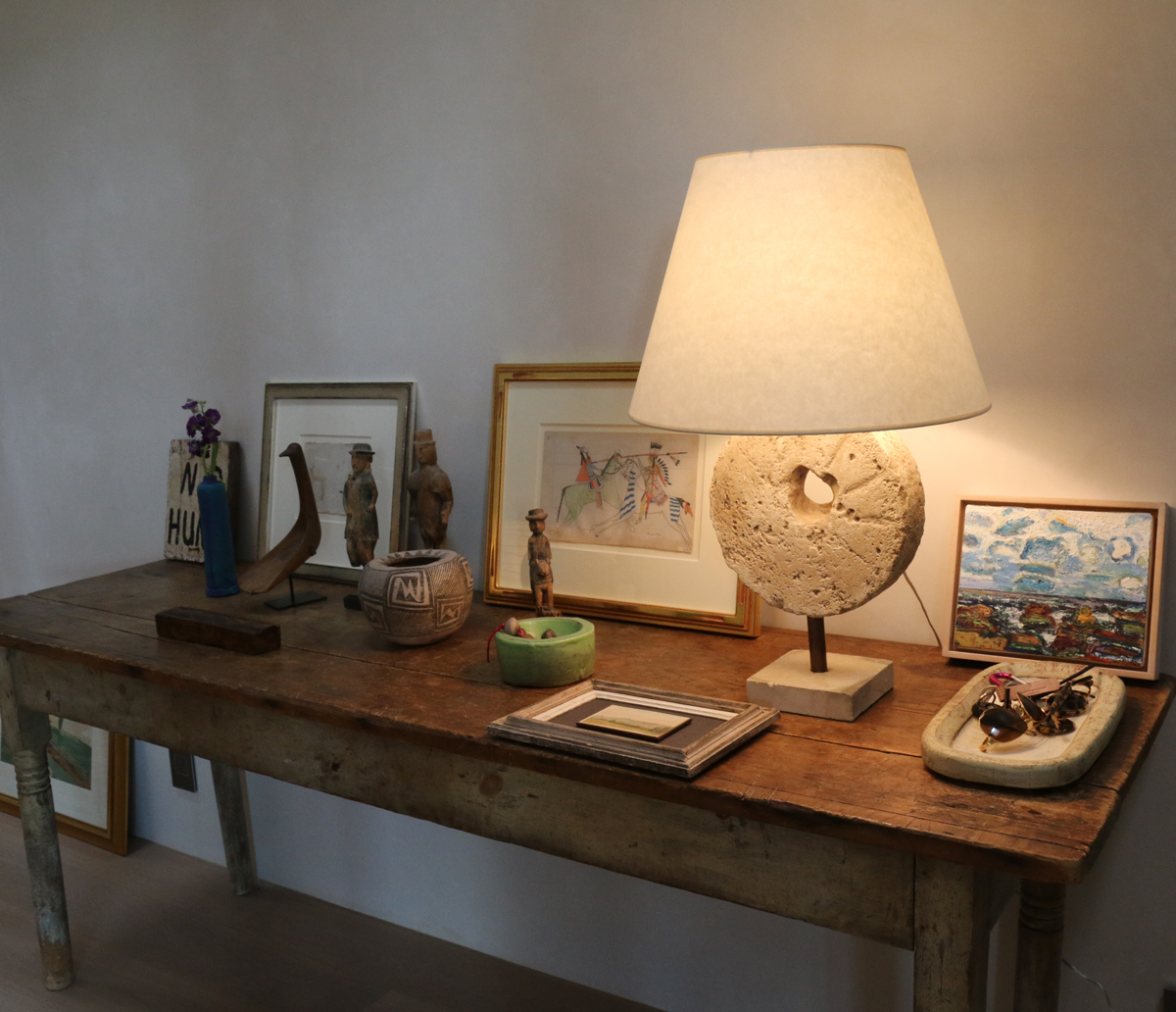 Vignette with urn table lamp