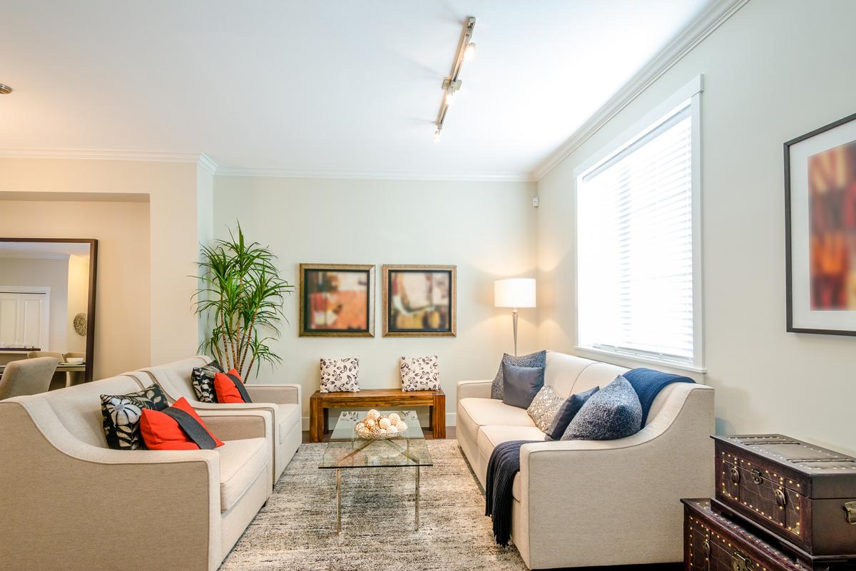 track-lighting-in-the living-room