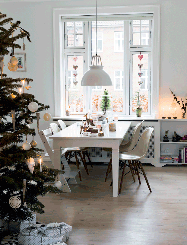 Danish Holiday deco. Via femina.dk. Glotti and Pia Olsen/Living Stories, Styling Elisabeth Kruse, Photo: Andreas Mikkel Hansen