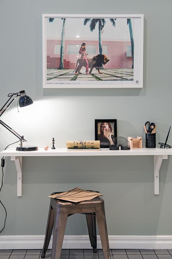 Tiny home office space via Alvhem
