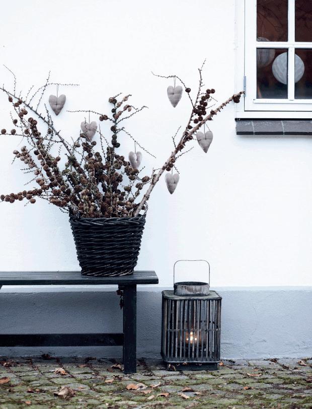 Soft, neutral tones add Holiday cheer    via femina.dk