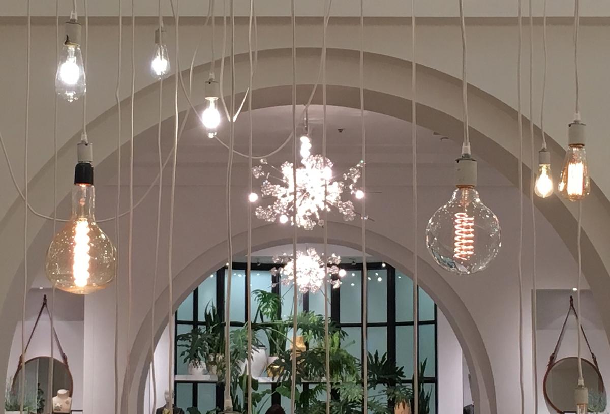 Banana Republic San Francisco Holiday Display with vintage bulbs resembling snowflakes: No two alike!