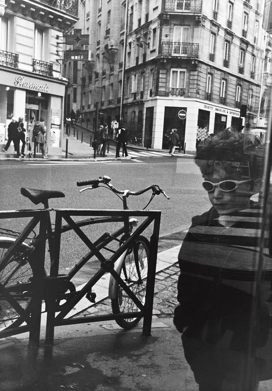 L'enfant aux lunettes, Paris 2001
