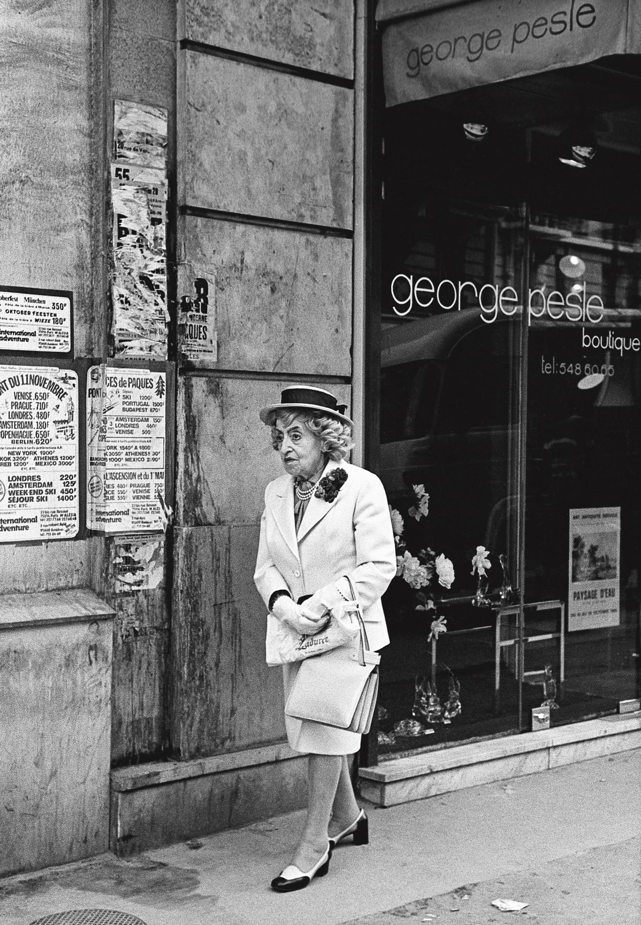 La vieille dame au canotier, Paris 1980