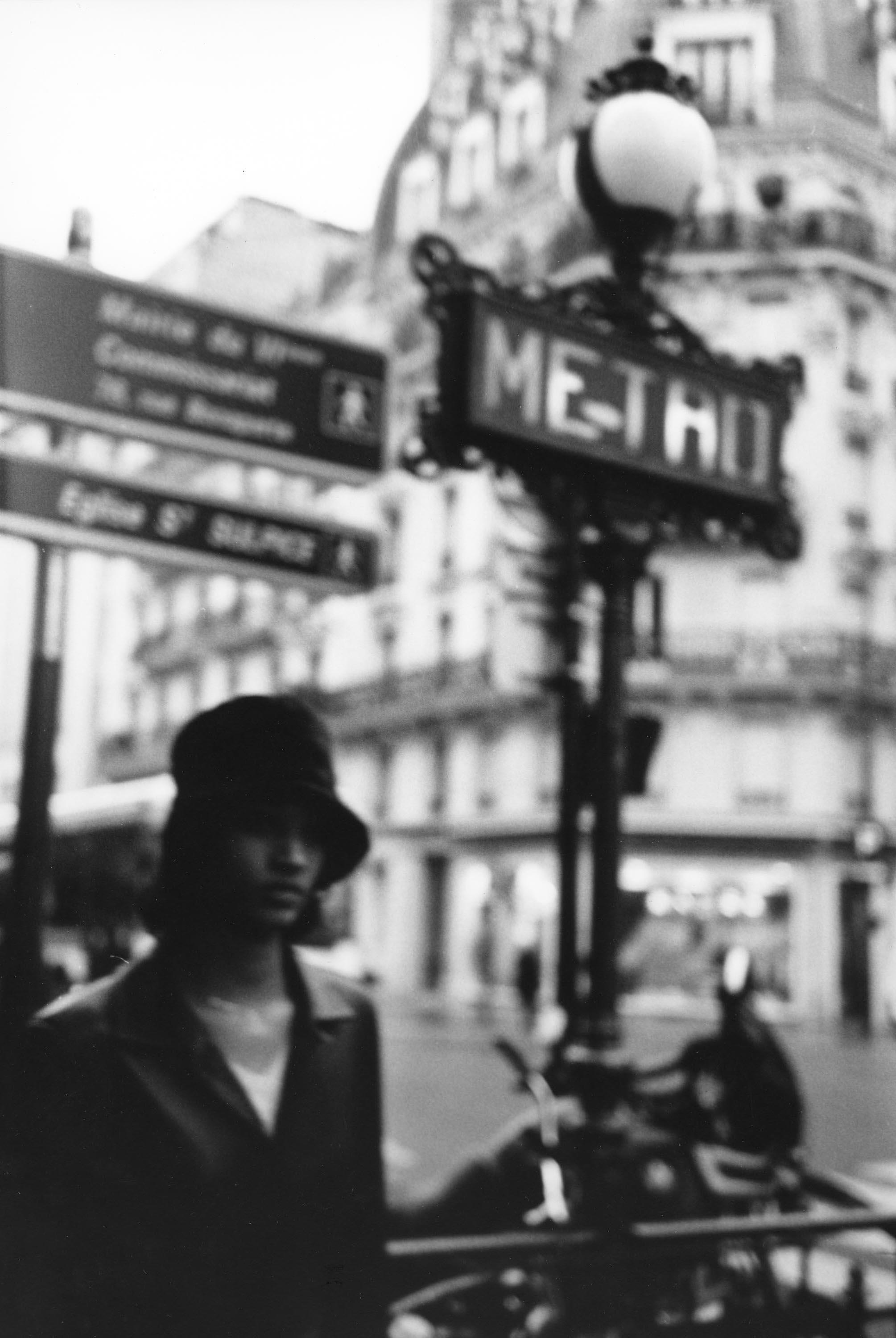 La fille floue, Paris 2001