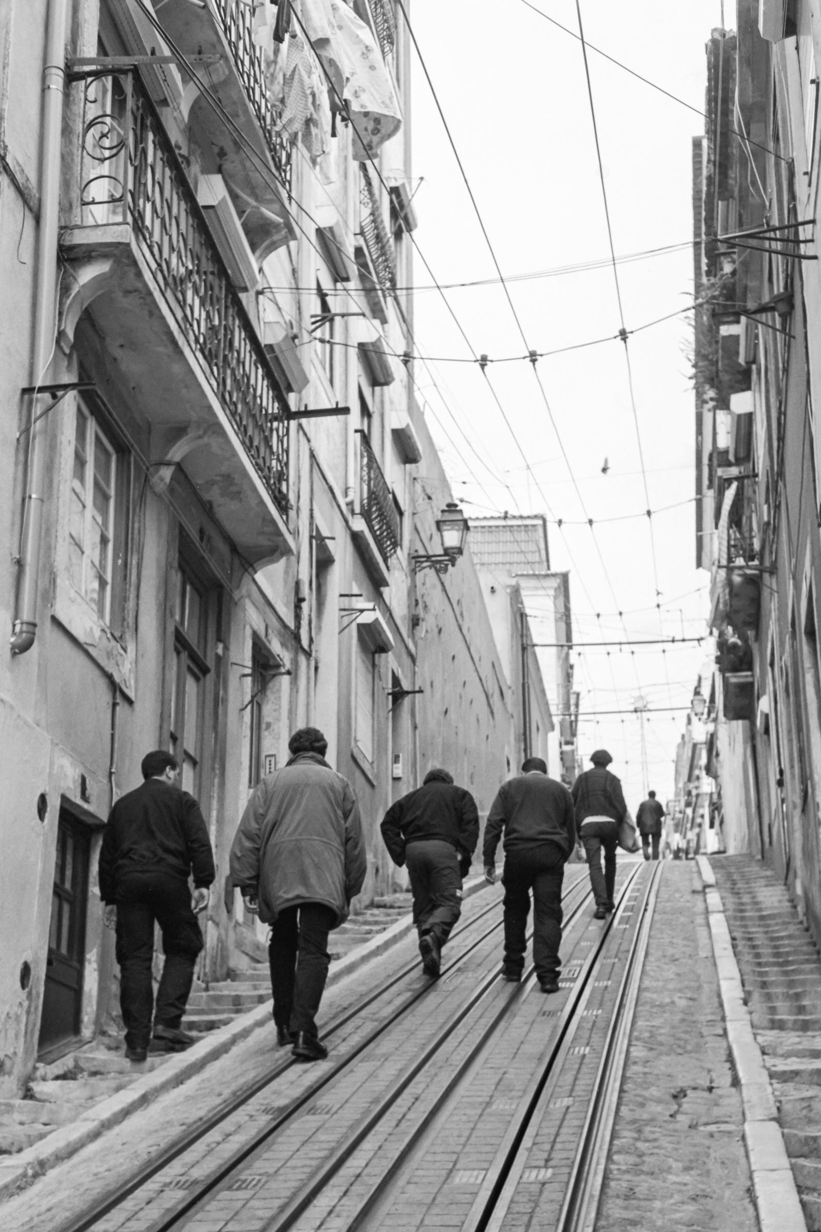 La montée, Lisbonne 2002