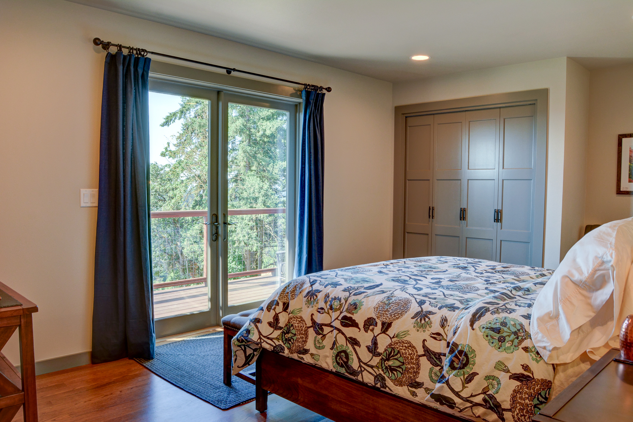 With a spacious closet and a stunning view, you can enjoy the valley from the comfort of a queen sized bed