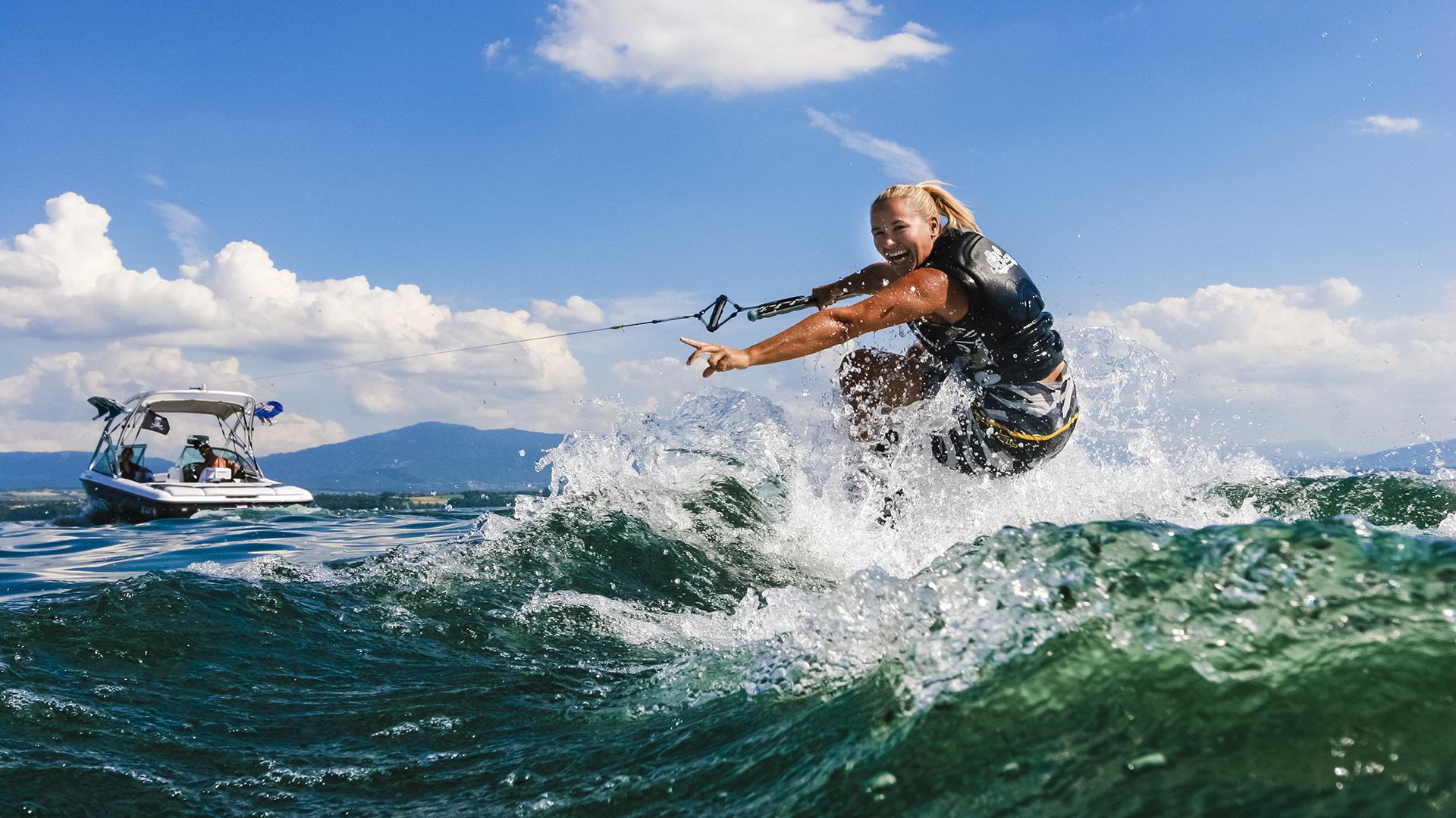 Water Splash Tour - fun with water tube or wake boards