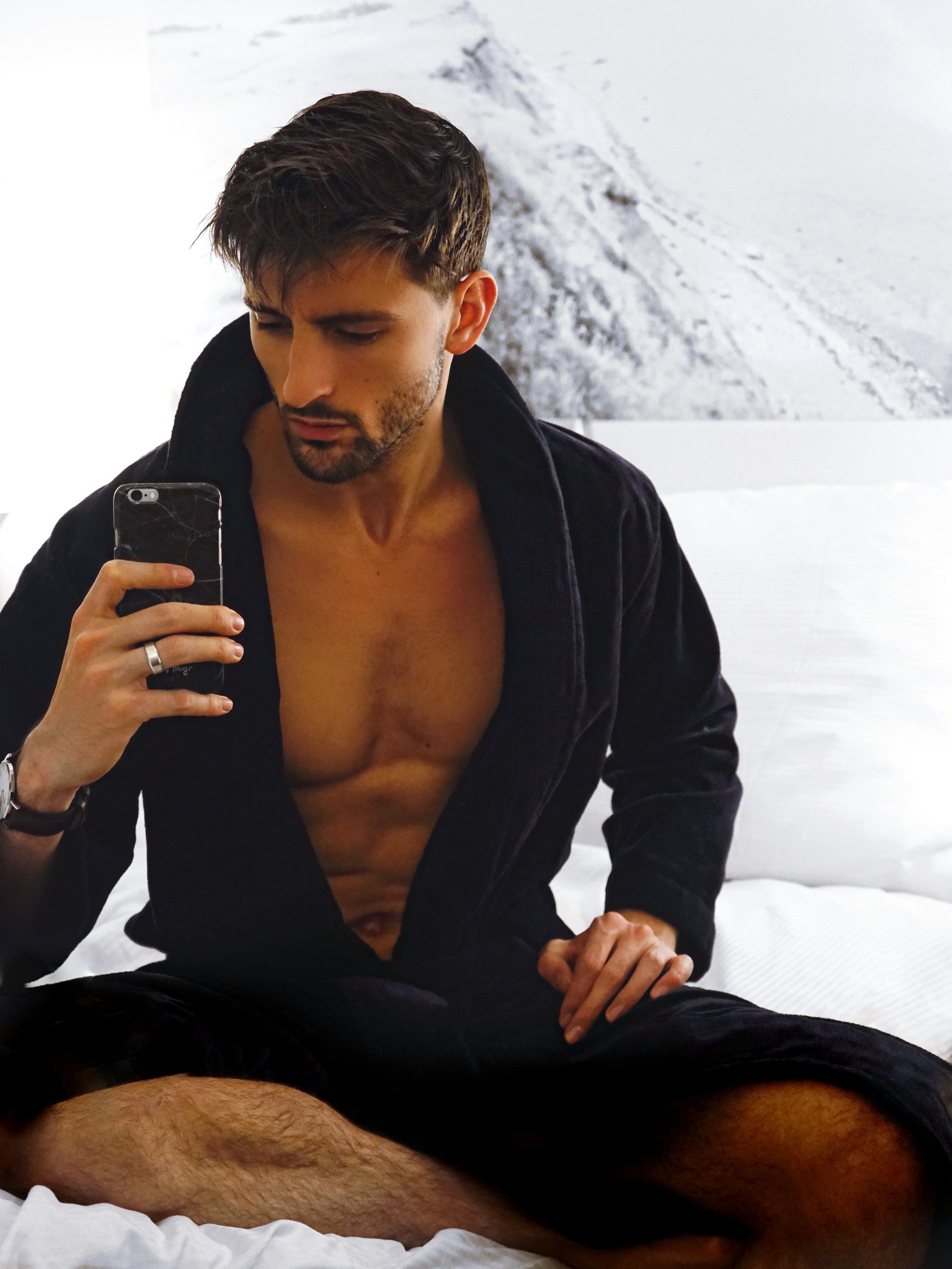 Night Clarion Zign Hotel Stockholm Bed selfie Men-3.jpg